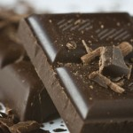 Οι κρυφές ευεργετικές ιδιότητες της μαύρης σοκολάτας.