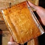 Βρέθηκαν βιβλία από δέρμα…
