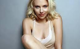 Ολόγυμνη η Scarlett Johansson…