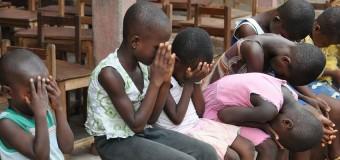 Παιδιά στη Ζάμπια βλέπουν για πρώτη φορά καθαρό νερό (vid)