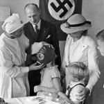Μηχανή του Χρόνου: Ανατριχιαστικές φωτογραφίες. Η συμμετοχή νοσοκόμων στα πειράματα του Χίτλερ για μικρά παιδιά