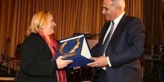 Το επιμελητήριο Σερρών βράβευσε την κ. Κατερίνα Περιστέρη